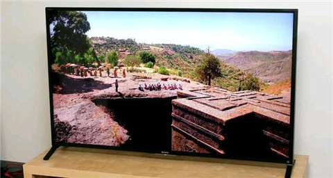 TV HD LED 60 inch: Chọn Sony KDL60W850B hay Sharp LC-60SQ15U?